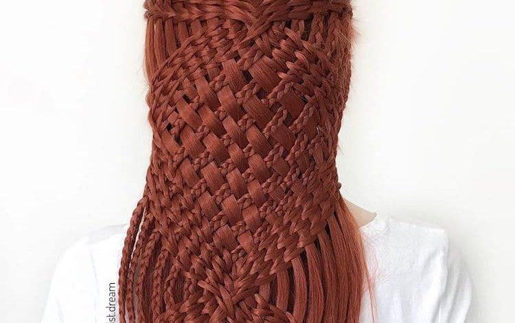 Photo of გერმანელი გოგონა ქმნის გასაოცარ თმის სტილს, რომელიც გავს რთულად ნაქარგ ნიმუშებს.